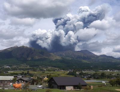 Kitört Japán legnagyobb működő vulkánja