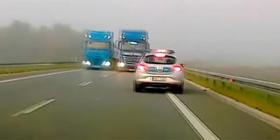Ködben előzött az őrült kamionos, ami ezután történt, azért azonnal keservesen megbűnhődött - videó