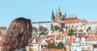Újra kötelező a maszkviselés Csehországban