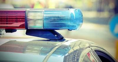 Teherkocsi pótkocsija lökött árokba egy személyautót