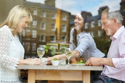 Goromba és amatőr személyzettel nyílik meg egy új étterem