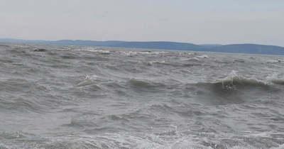 Alaposan meglibbentette a viharos szél a Balatont (videó)