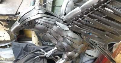 Szemétbe szánt evőeszközökből kétméteres szárnyfesztávolságú cseszneki sas