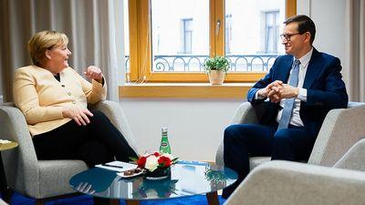 Angela Merkel szerint a lengyel vita lényegében az EU jövőjéről szól
