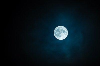 Mi az ott? Valami furcsa dolog történik a Holdon - Videó