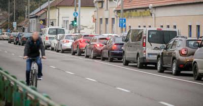A négysávos is jobban bedugul reggelente Egerben – hamarosan vége lesz a lezárásoknak