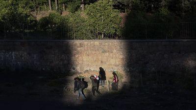 Migrációs nyomás: hajnalban is dolguk volt a magyar rendőröknek