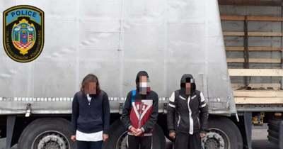 Három migránst találtak egy kamion rakterében megbújva