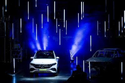 Mérföldkő a hazai autóiparban: megkezdődik az első teljesen elektromos jármű sorozatgyártása