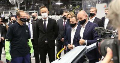 Bemutatták az első hazai gyártású, tisztán elektromos hajtású autót Kecskeméten