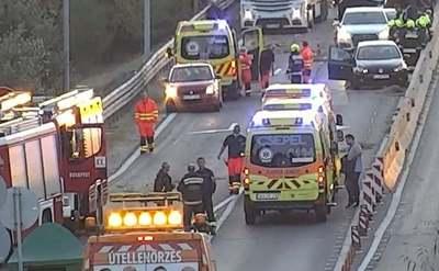 Hatalmas erőkkel vonultak ki a mentők: nyolc autó karambolozott az M5-ös autópályán - Videó