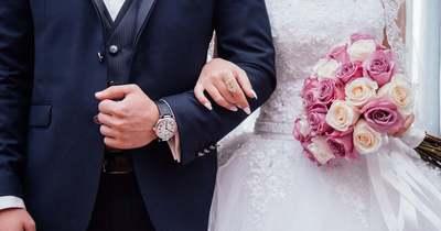 Elsápadt az esküvőn az ifjú pár, ezt tette velük a fotós