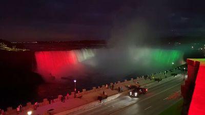 Magyar nemzeti színekbe öltözött a Niagara + videó