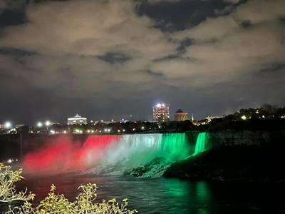 A nemzeti ünnep tiszteletére magyar színekbe öltözött a Niagara
