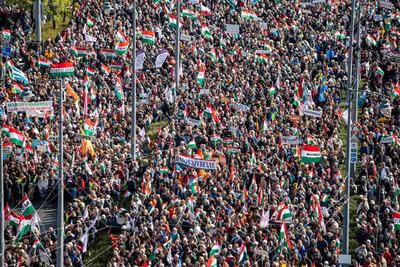 Hatalmas, soha nem látott tömeg gyűlt össze a Békemenet kezdetére