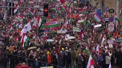 A vártnál is több résztvevő miatt előbb el kellett indítani a Békemenetet