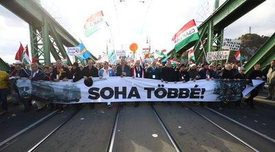 Megindult a Békemenet, elképesztő tömeg üzeni Budapest utcáin: Soha többé!
