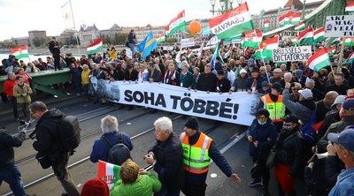 Hírességek is feltűntek a Békemenet résztvevői között: Sztárzenészek vezetik a tömeget – fotók