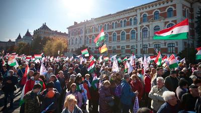 A nagy tömeg miatt előbb el kellett indítani a Békemenetet