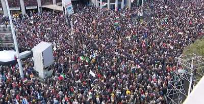 Míg több százezren voltak a Békemeneten, a baloldal rendezvényére alig néhány ezren voltak kíváncsiak