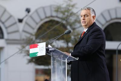 Több százezren hallgatják Orbán Viktor beszédét - képek
