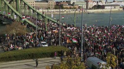 A vártnál is több résztvevő miatt előbb indult el a békemenet