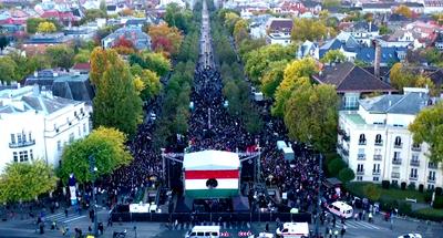 Így kongott az Andrássy út a baloldal rendezvényén, jó, ha ezren lehettek – mutatjuk a fotókat!