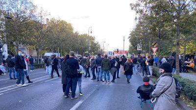 Hont András akár név szerint fel tudná sorolni, kik voltak az ellenzéki tüntetésen