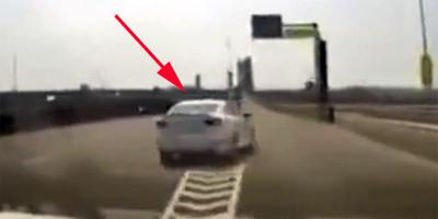 Többször is direkt blokkolták előtte az utat, zseniális húzással szabadult meg az idiótától - videó