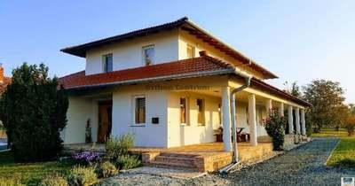 A hét ingatlana: több mint 100 millió forintért eladó egy mediterrán ház Kőszegfalván