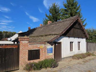 Így őrzi meg nádtetős házait ez a magyar város
