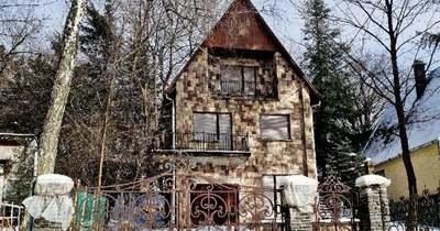 Új élet Galyatetőn pesti minigarzon áráért, romantikus kovácsoltvas kerítéssel!