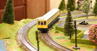 Vonatokkal telt meg a művelődési ház Szolnokon