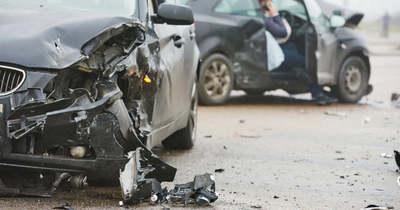 Felborult egy autó Abonynál, a sofőr meghalt