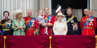 Hivatalos: így módosul a brit királyi trónöröklési rend