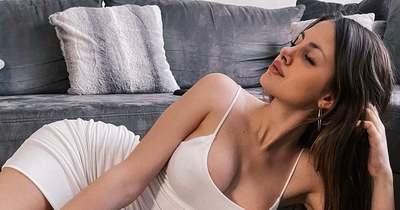 Kiakasztó! Nyilvánosan mutogatta csupasz melleit a szexi modell