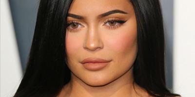 Szexi fotón mutatta meg terhespocakját Kylie Jenner