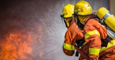 Hatalmas tűz ütött ki hétfő hajnalban Pécsett
