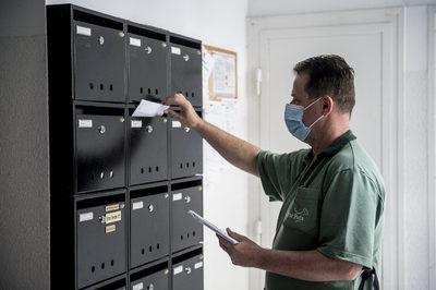 Hihetetlen: 15 év késéssel kapott küldeményt egy pécsi férfi, ez várta a postaládában
