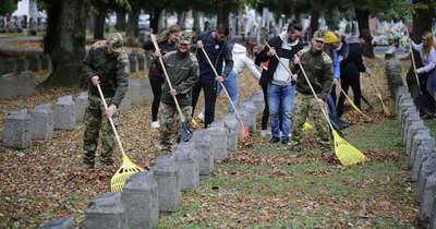 Idén is megtisztították a temetői hadisírokat Nagykanizsán