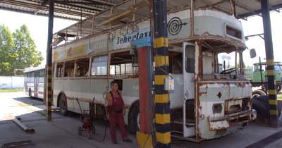 Negyven év után útra kel a pécsi emeletes busz