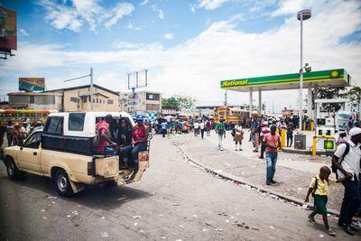 Harc az olajért: elrabolják a sofőröket, a kismamákat nem tudják bevinni a kórházba Haitin