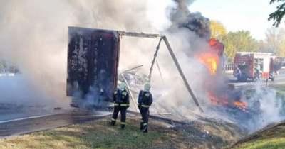 Kigyulladt egy kamion az M1-esen, teljes az útzár