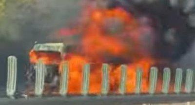 Megrázó felvételt kaptunk az M1-esen kigyulladtkamionról - Videó