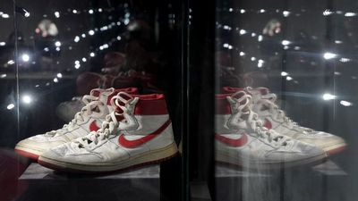 Horrorpénzt szurkoltak le Michael Jordan csukájáért