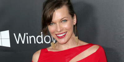 Elképesztő hasonlóság: Milla Jovovich megmutatta lányát