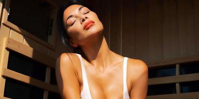 Hibátlan bikinis fotókat mutatott magáról a 43 éves énekesnő