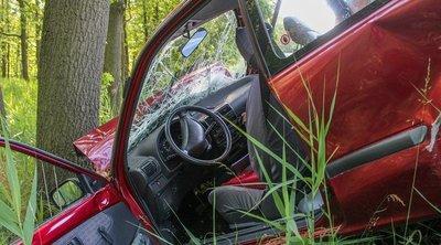 Brutális baleset: fának hajtott autójával három tinédzser, egyiküket sem tudták megmenteni