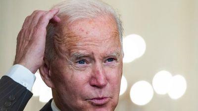 Történelmi mélyrepülésben Joe Biden népszerűsége