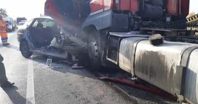 Életét vesztette a kamionnal frontálisan ütköző sofőr a 81-esen (videó)